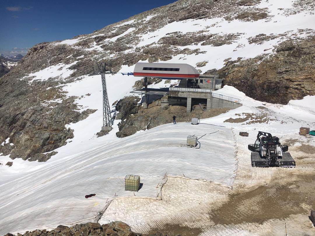 Very impressive work on mountain. This layer protects the snow from melting and makes sure that the mountain opens its doors already on October 21th. This procedure has been used already a couple of years and it's very effective.