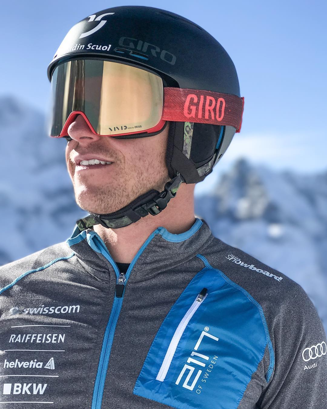 Enjoying the perfect view through the new @girosnow goggle 🤩🧐😎🤓🏼 - VIVID is a patented lens technology developed by @girosnow in partnership with ZEISS Group that improves the visual experience on snow by enhancing contrast and definition. VIVID reduces eyestrain, improves reaction time, boosts confidence and delivers precise vision without color over saturation. See more on www.girosnow.ch - : @jessicafmaria