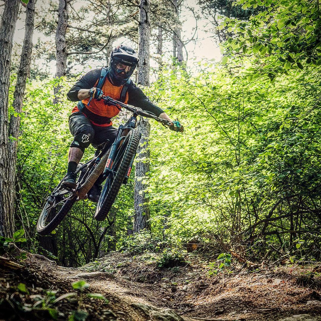 Looking forward to ride @ses_s_chellas - my first enduro bike race this Saturday at home @engadinscuol 🏼 The goal is to just survive 🤓 : @_andonilopez