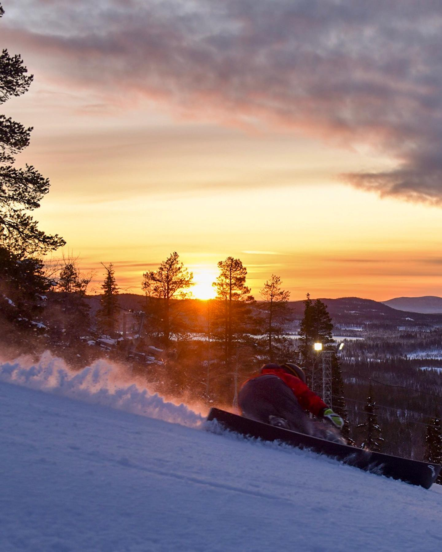 Pic 1️⃣ or 2️⃣? Aah let's post them all!  . . . Sweden's sunrises are definitely a mood booster and I've only been here two days  Thanks to @snowboardalpineteam to bring me to such places 🏼 @davemueller94 with very cold fingers on the 📸 . . .