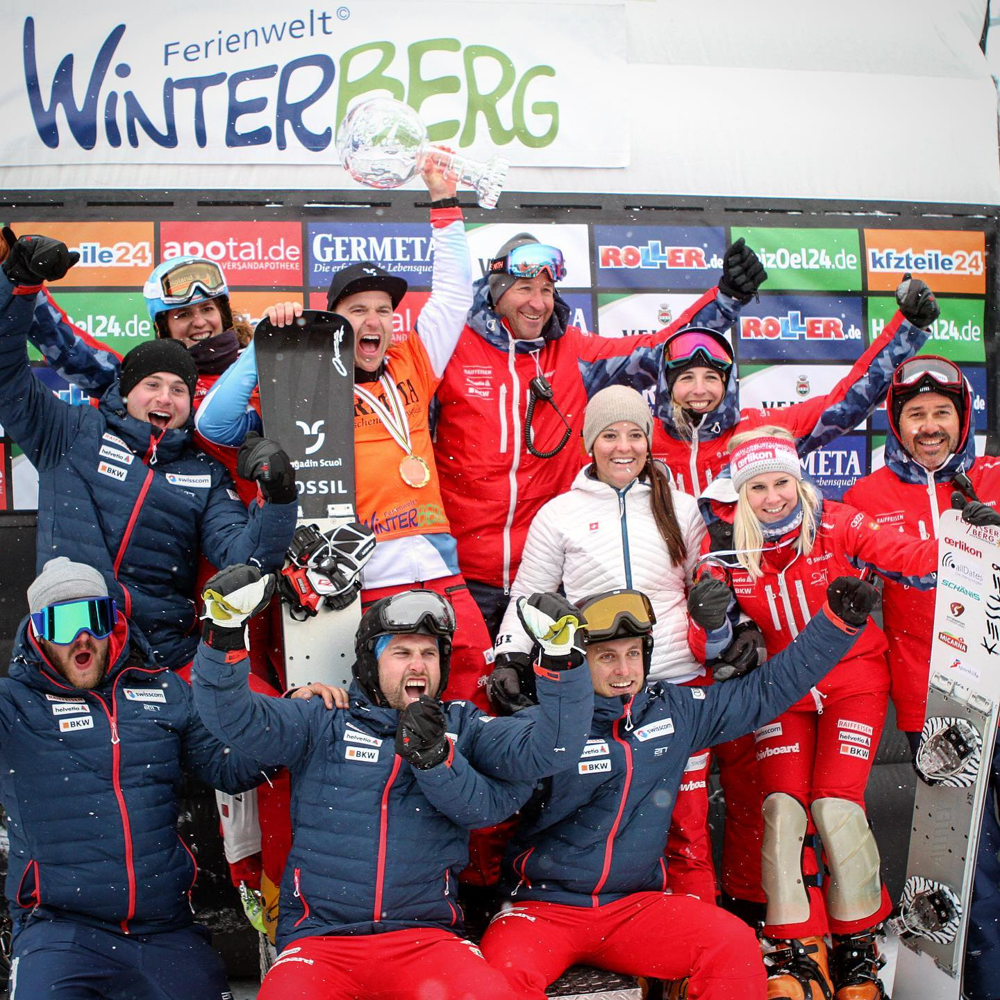 I wish my team mates all the best for tomorrow's @fissnowboard Worldcup start in Russia. Kick ass and bring home some trophies! 🏼 . . . @snowboardalpineteam 🤘🏽 . . . I'll be at home watching the YouTube livestream 🧐 Go Switzerland 🇨🇭!