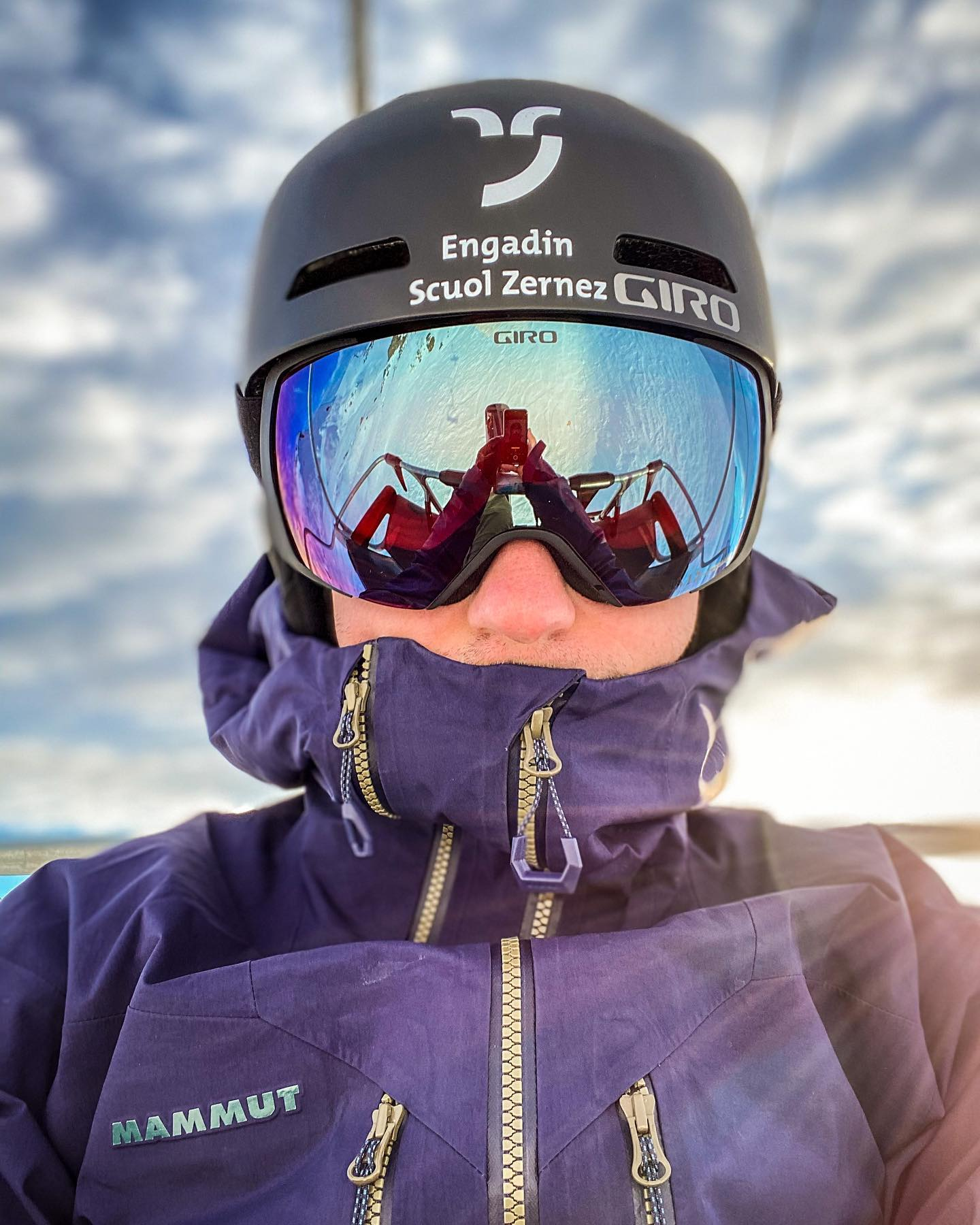 Oh yes! 🤪 Back surgery: 14th November Back on snow: 14th January . . . I just did some easy turns for a first stress test. So far so good - still a lot of work ahead 🏼 . . .