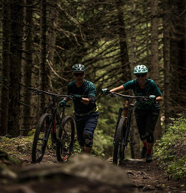 Just a couple of days before: – …we can shred on dry trails again! – …we can go walk into our beloved local bike, skate, surf, whatever shops and buy our stuff there (instead of only online from abroad)! #supportlocal . . . @chrissports.ch | @veloelsener | @alptrails | @suspensioncenter | @viamalasportwerkstatt.ch | @one80shopkoeniz | @elementscuol | @bergbahnenscuol | @solid_athletes_world | …and many many more! . . . 📸: @egelmairphotography