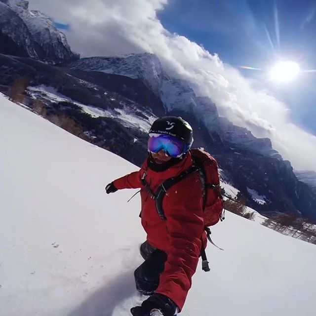 Take me back… 😍@engadinscuolzernez @bergbahnenscuol @arnogalmarini . . . #throwback #pow #snowboarding #snowsurfing #winter #goodtimes #inlovewithswitzerland #engadinized #scuolmountains