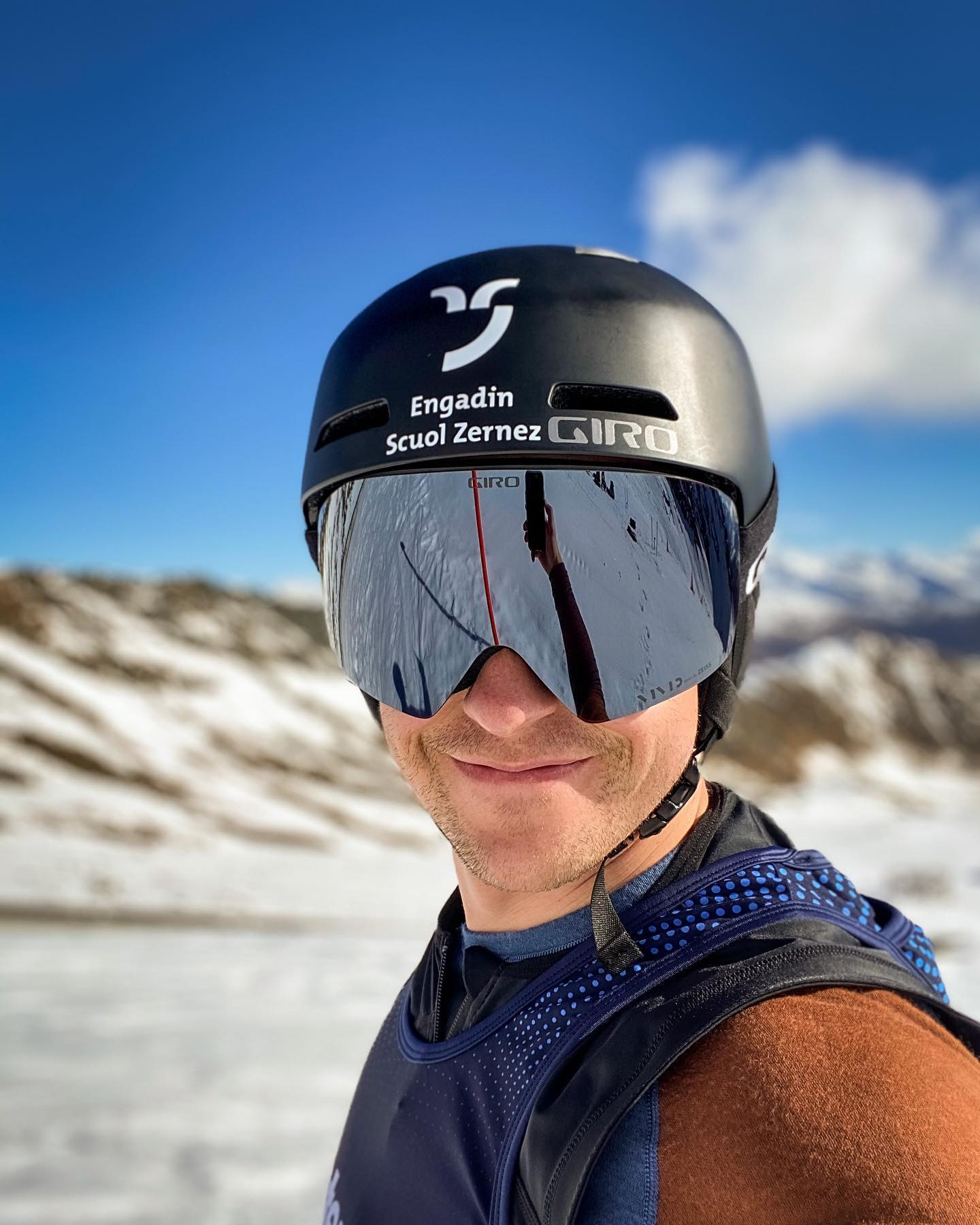 The new @girosnow Contour goggle in black with the jet black Vivid lens  . . . @chrissports.ch