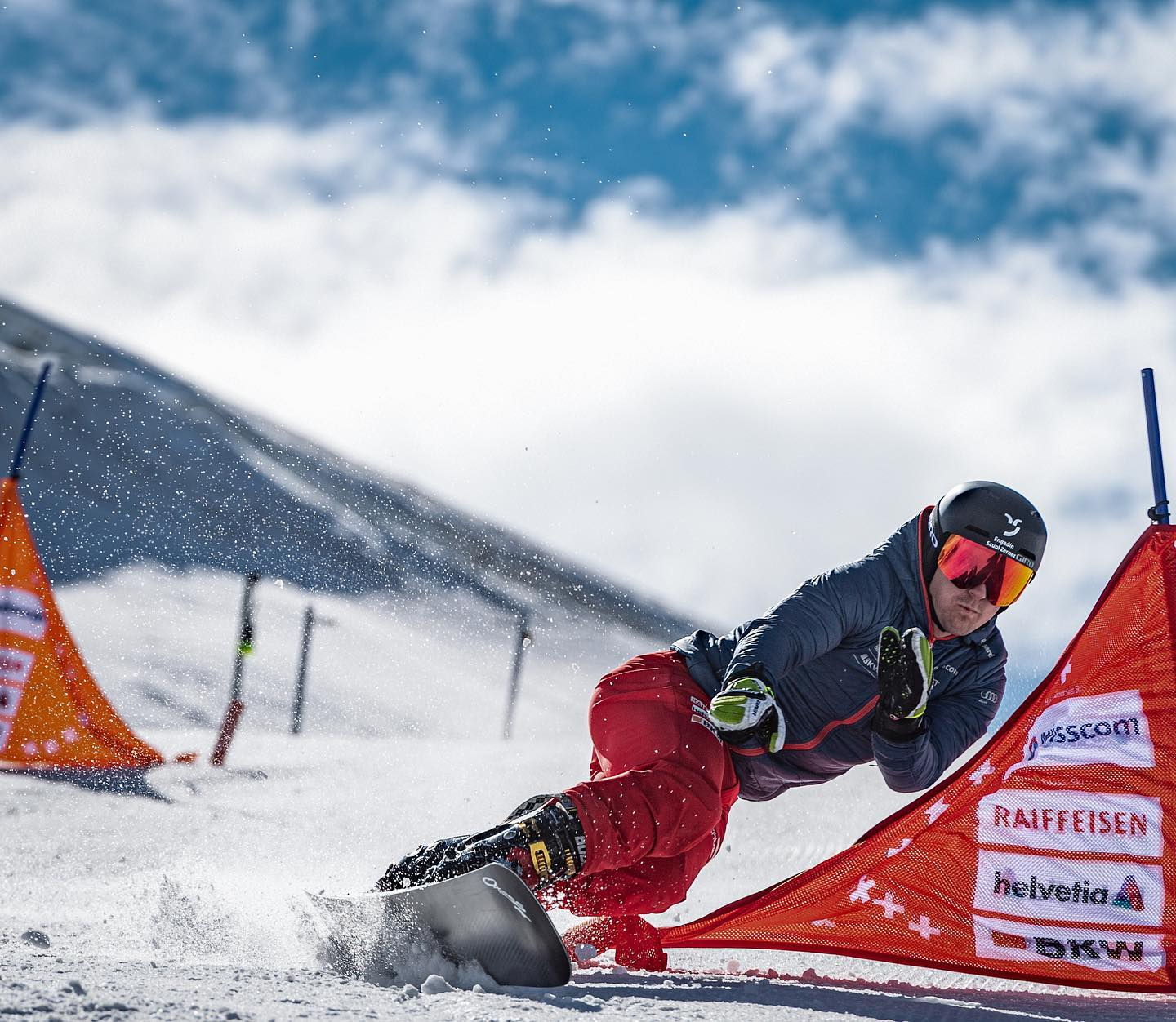 This seasons highlight is around the corner: Coming Saturday on January 9th I'll compete at the Worldcup in Scuol 🥳 . Due to Corona there are no spectators at the venue unfortunately, but the race will be on @srfsport to watch! . After missing my home race in the last two years (which broke my heart) I am incredibly excited to be at the start again 🤘🏽 @engadinscuolzernez