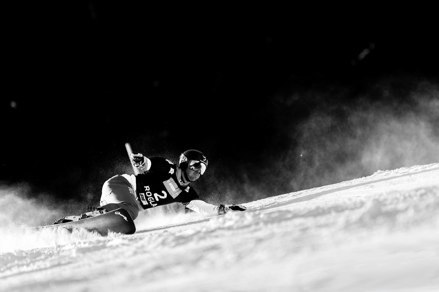 In five days on Monday and Tuesday it's time in @rogla2021 🤘🏽 . I look forward to race on the slope where I won my first @fissnowboard Worldcup 🏼 . This banger shot is from that special race in 2017 🖤🤍