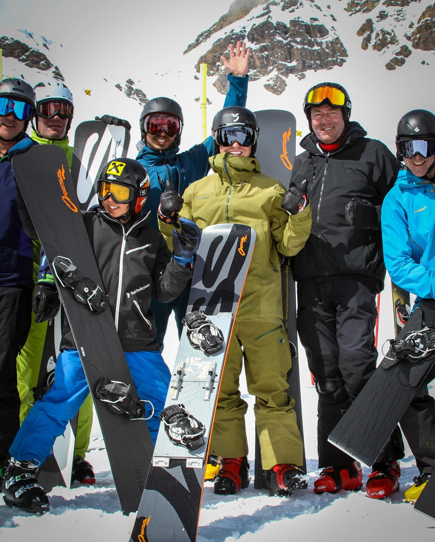Good news: There will be a @snowboardcarvingcamp this year! April 8 - 11, 2021 in Scuol, Switzerland All details and booking on www.carvingcamp.ch . . . @engadinscuolzernez @oxesssnowsport @allflexplate